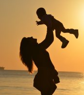 cropped-mother-daughter-love-sunset-519531.jpeg